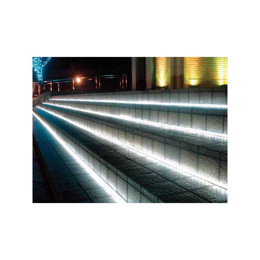 Striscia led adesiva per esterni rotolo da 5 m luce fredda for Striscia led adesiva